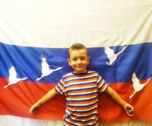 Гордо-реет-Флаг-державный...-Илья-Я.-5-лет