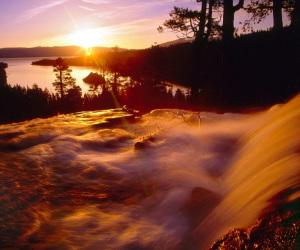 Средь-горных-ращелин-седого-Урала-Несет-свои-воды-река-Чусовая